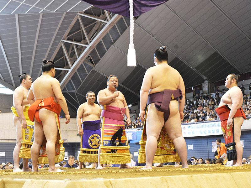 相撲甚句の独唱、どすこい、ほい、あ〜どすこいどすこい …