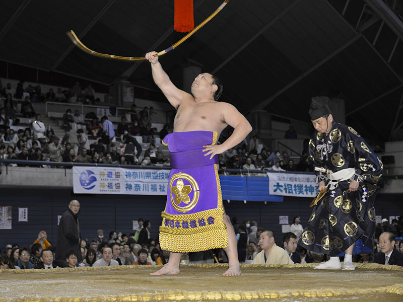 弓取り式を務めるのは聡ノ富士。