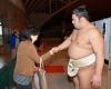 お目当ての栃煌山と握手できましたね。